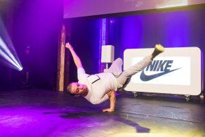 breakdancer bij Nike x Footlocker bedrijfsfeest