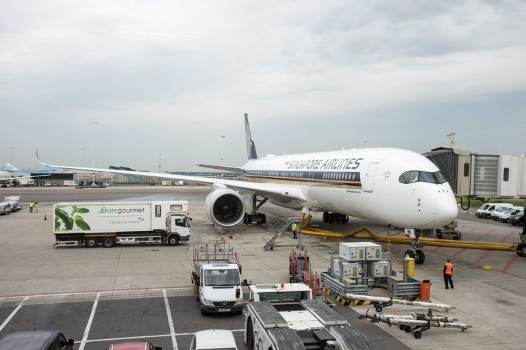 Airbus A350 Singapore Airlines op Schiphol