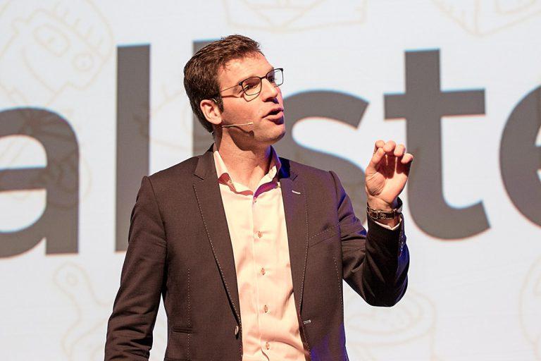 Moderator Mathijs Bouwhuis